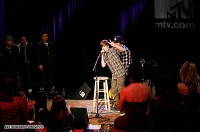 Justin au studio MTV à Londres Normal_11%7E0