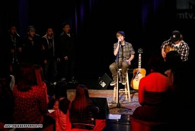 Justin au studio MTV à Londres Normal_21