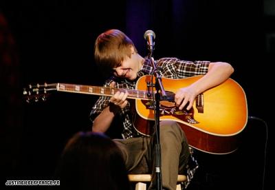 Justin au studio MTV à Londres Normal_31