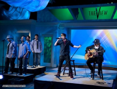 The view + bet studio Normal_justin-bieber-the-view-11